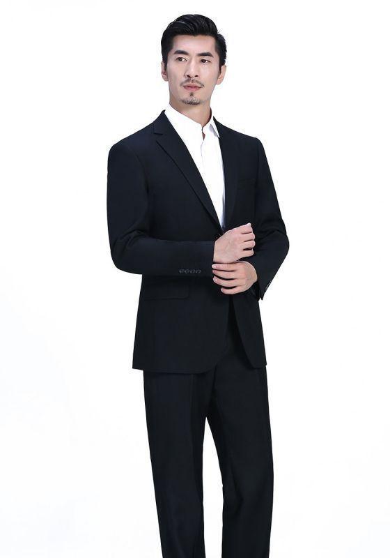 普通西装衬衫也能让你穿出非凡的气场